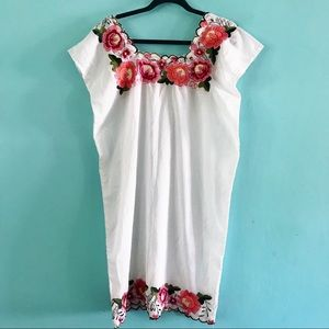 Vintage boho Mexican embroidered dress M